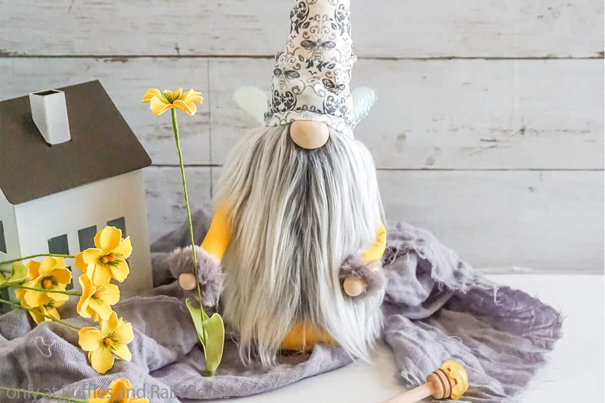 spring gnome with bee wings pattern