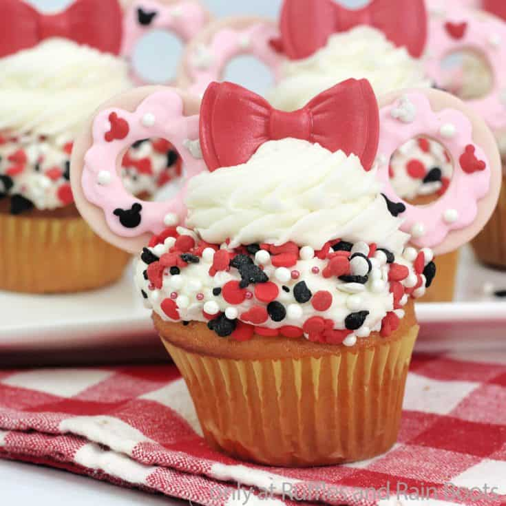 minnie mouse cupcakes for a happy helpers party