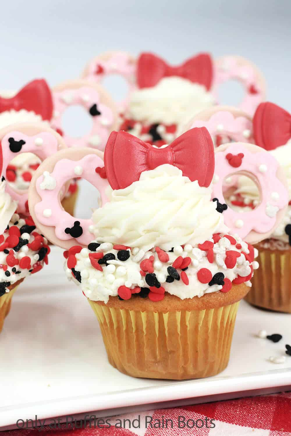 minnie cupcakes for a minnie party