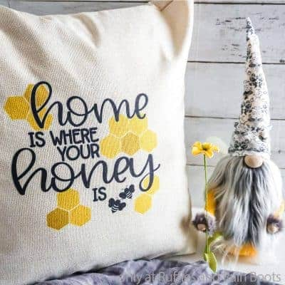 How to Make a Sublimation Pillow Case for a DIY Farmhouse Bee Pillow!