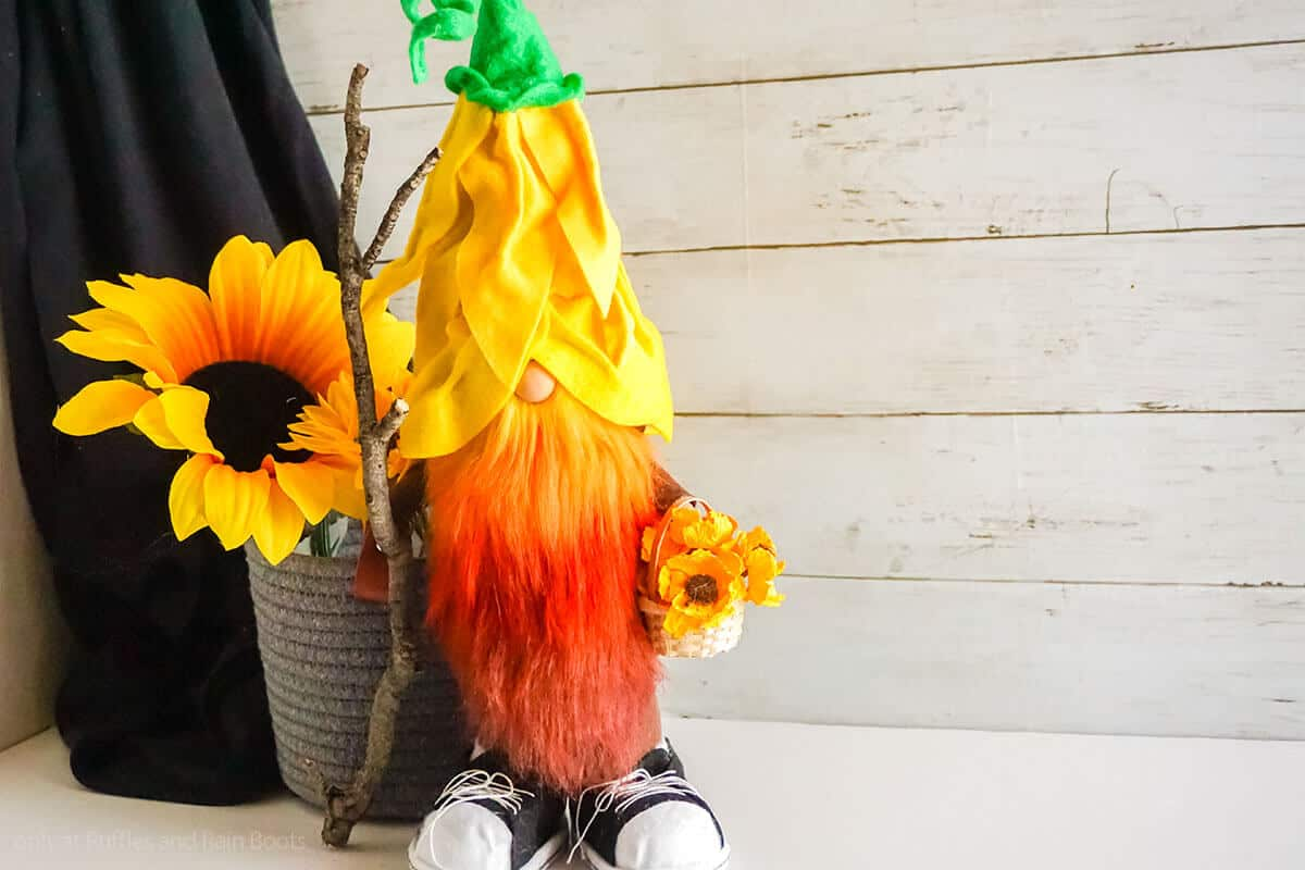 flower hat pattern for a sunflower gnome