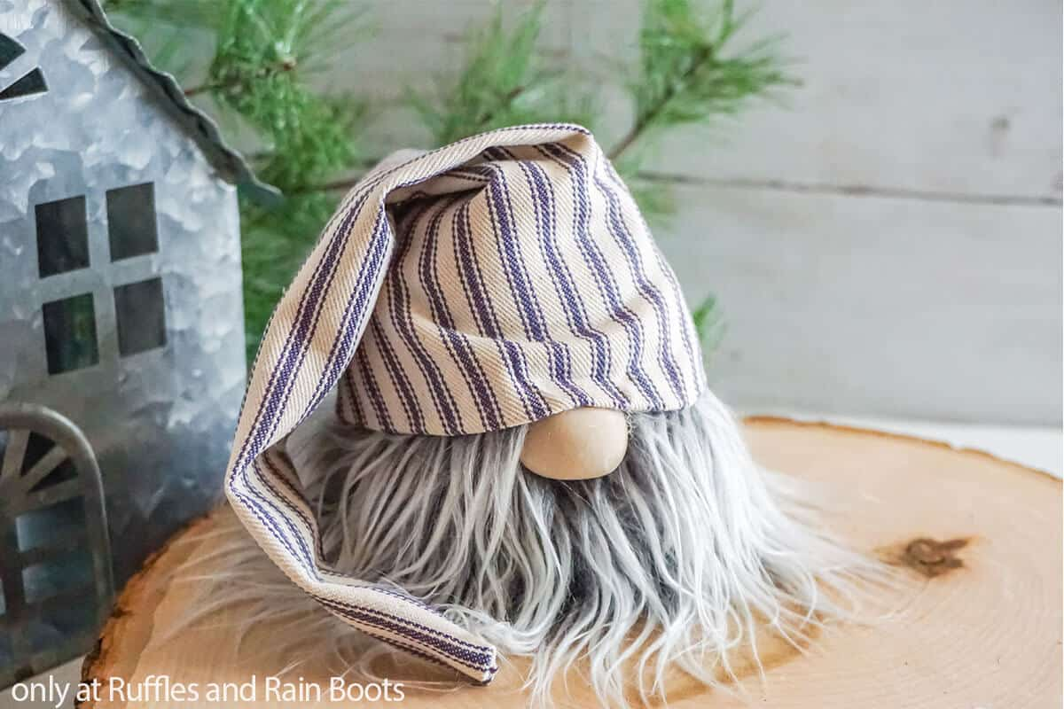 no-sew gnome with a slouchy hat pattern set