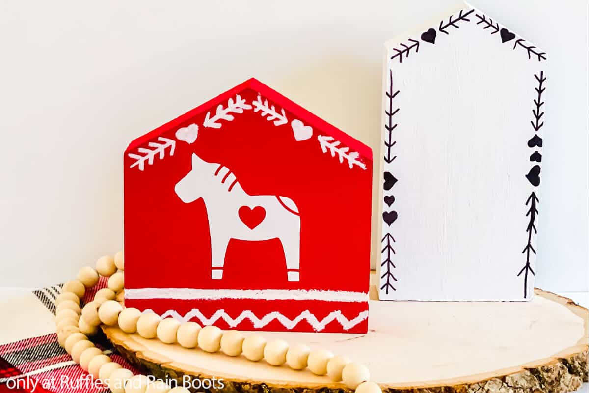 tiered tray filler dala horse house