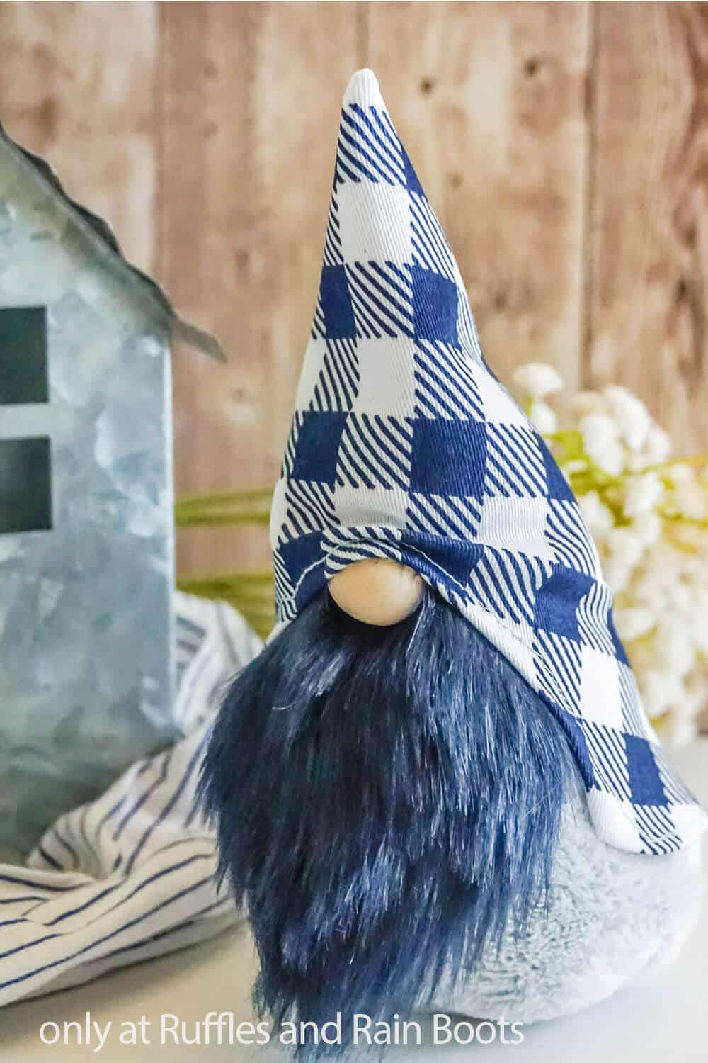 easy sewing pattern for a gnome for farmhouse decor