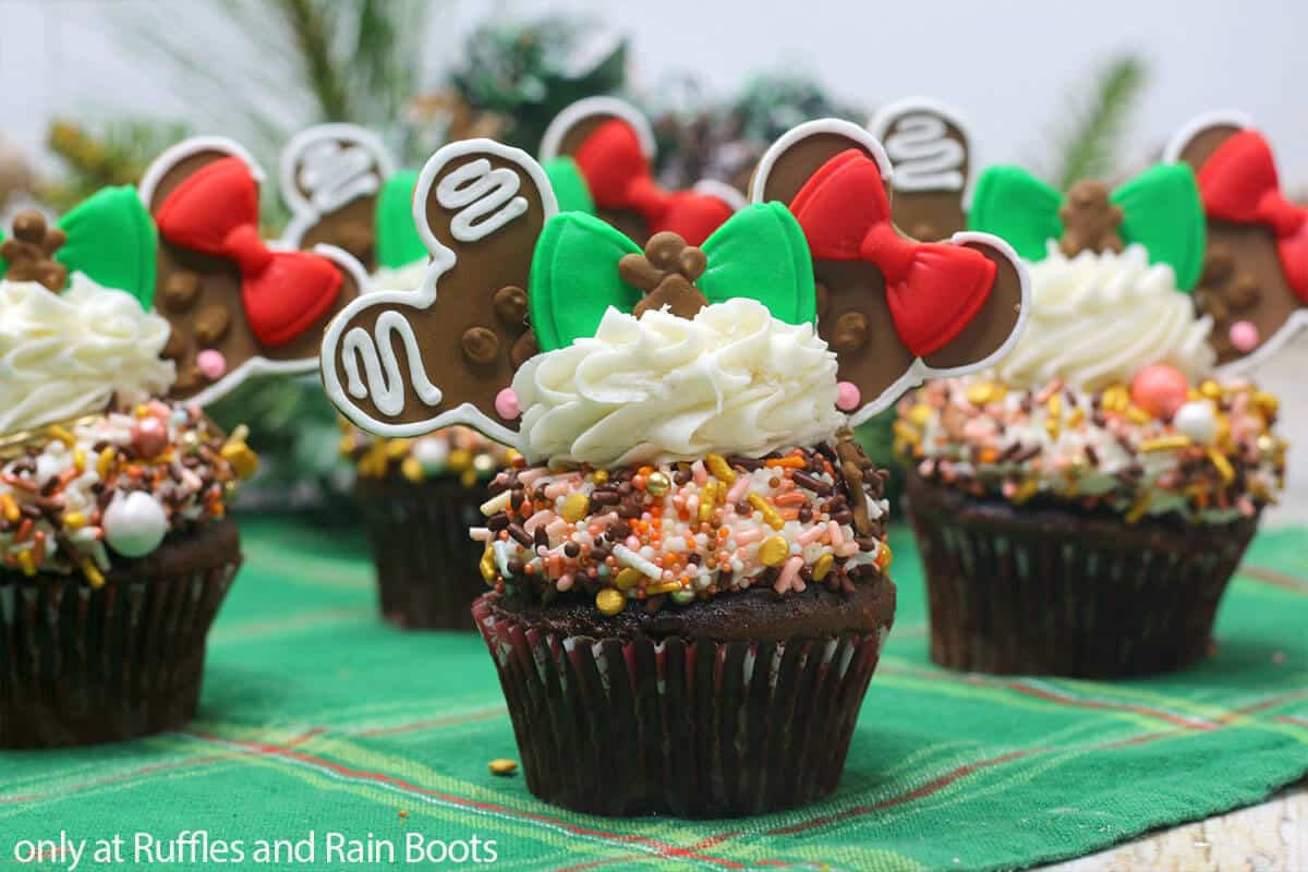 mickey mouse cupcakes for christmas