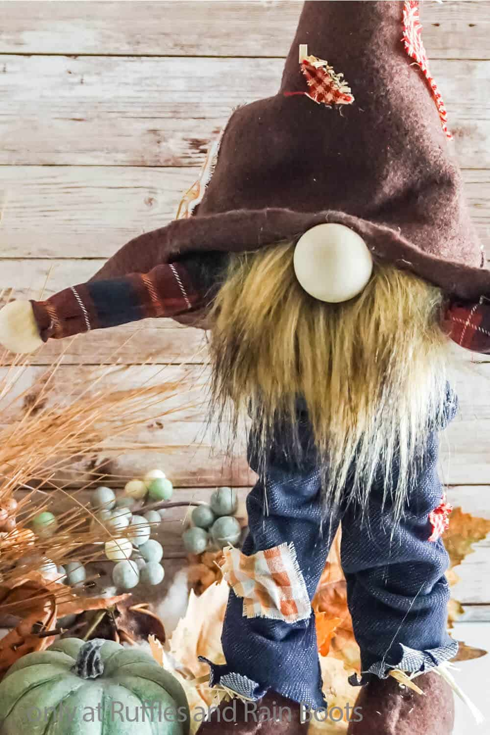 no-sew fall scarecrow gnome that stands